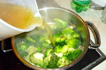 Broccolicremesuppe.... einfach, schnell und lecker!